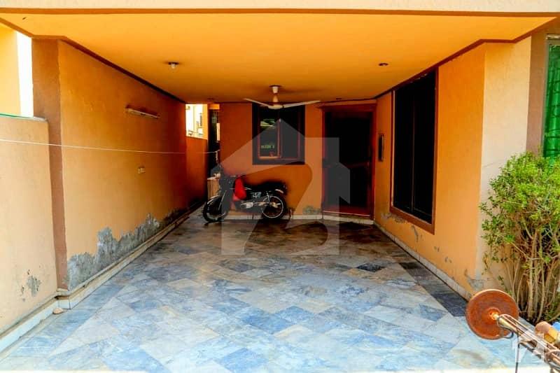 نشیمنِ اقبال لاہور میں 4 کمروں کا 1 کنال مکان 2.4 کروڑ میں برائے فروخت۔