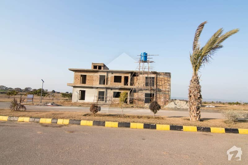 1 Kinal Plot Top City C Block Ideal Location 2nd To Corner For Sale