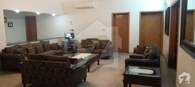 ڈی ایچ اے فیز 2 - بلاک آر فیز 2 ڈیفنس (ڈی ایچ اے) لاہور میں 6 کمروں کا 2 کنال مکان 2.15 لاکھ میں کرایہ پر دستیاب ہے۔