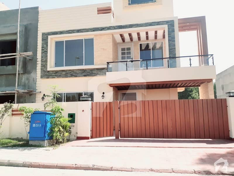 بحریہ آرچرڈ فیز 1 ۔ سینٹرل بحریہ آرچرڈ فیز 1 بحریہ آرچرڈ لاہور میں 6 کمروں کا 10 مرلہ مکان 2.1 کروڑ میں برائے فروخت۔