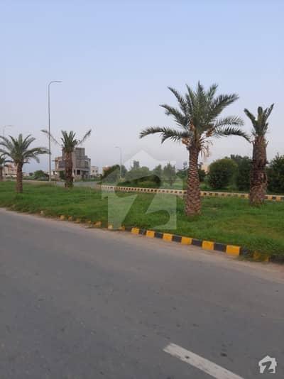 ڈی ایچ اے فیز 8 - بلاک ٹی فیز 8 ڈیفنس (ڈی ایچ اے) لاہور میں 1 کنال رہائشی پلاٹ 2.4 کروڑ میں برائے فروخت۔