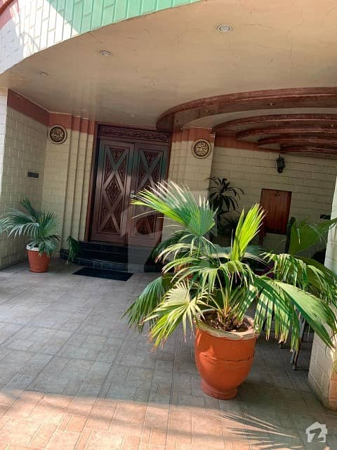 24 Kanal Old House In Gulberg Is Available