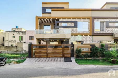 5 Bed Close To Park 10 Marla Solid House For Sale In Tariq Garden