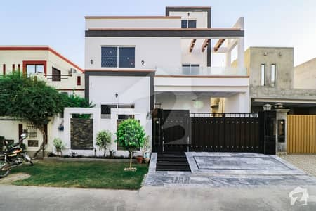 White And Bright 5 Bed 10 Marla Superb House For Sale