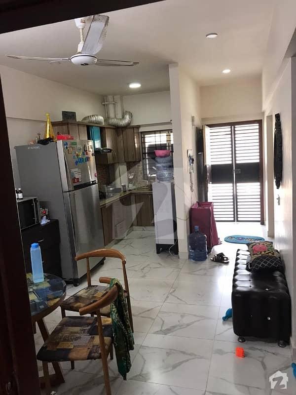 جناح ایونیو کراچی میں 2 کمروں کا 5 مرلہ فلیٹ 1 کروڑ میں برائے فروخت۔