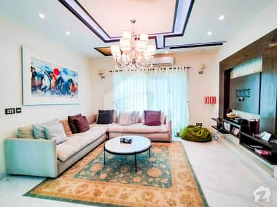 10 Marla Luxurious Bungalow Nearby Park In F Block