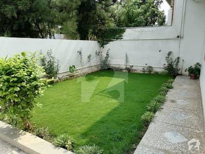 ایف ۔ 11 اسلام آباد میں 5 کمروں کا 16 مرلہ مکان 5.8 کروڑ میں برائے فروخت۔