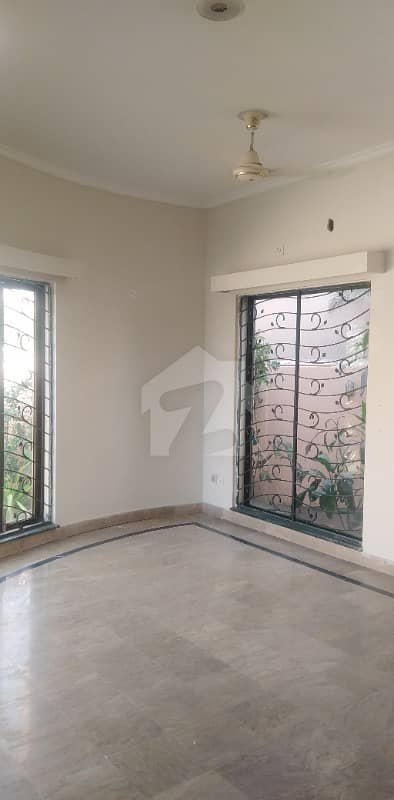 One Kanal Ground Floor 2 Bed Best Location Facing Park Near Jamia Masjid