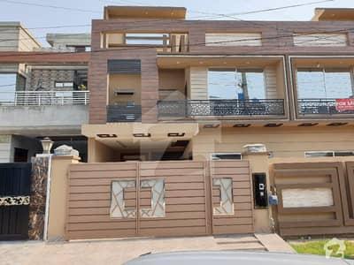 جوہر ٹاؤن لاہور میں 6 کمروں کا 10 مرلہ مکان 2.9 کروڑ میں برائے فروخت۔