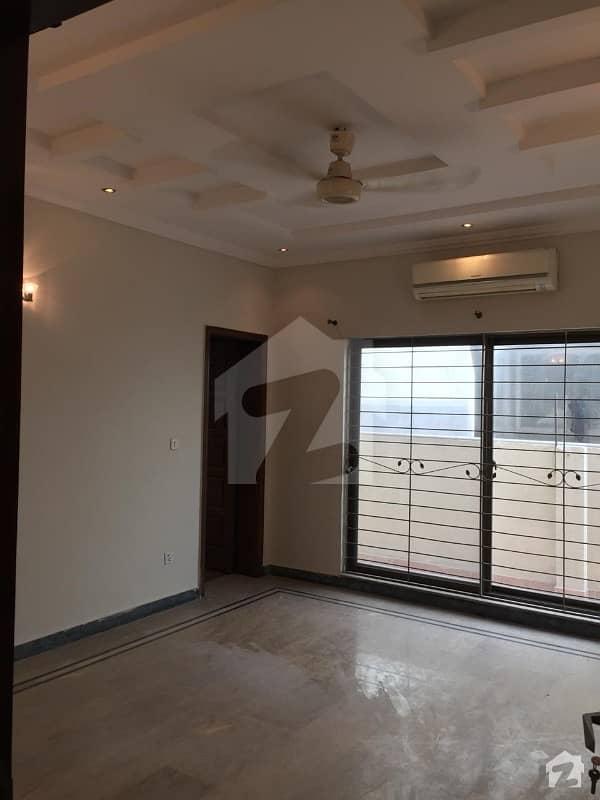 ڈی ایچ اے فیز 3 - بلاک ڈبلیو فیز 3 ڈیفنس (ڈی ایچ اے) لاہور میں 5 کمروں کا 1 کنال مکان 4.25 کروڑ میں برائے فروخت۔
