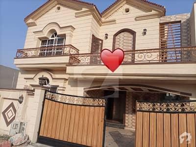 بحریہ ٹاؤن فیز 8 ۔ سیکٹر ایف - 1 بحریہ ٹاؤن فیز 8 بحریہ ٹاؤن راولپنڈی راولپنڈی میں 5 کمروں کا 10 مرلہ مکان 2.5 کروڑ میں برائے فروخت۔