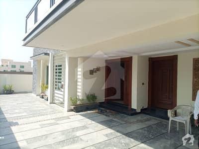 بحریہ ٹاؤن فیز 8 ۔ بلاک اے بحریہ ٹاؤن فیز 8 بحریہ ٹاؤن راولپنڈی راولپنڈی میں 6 کمروں کا 1 کنال مکان 4.5 کروڑ میں برائے فروخت۔