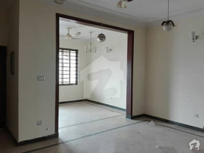 20 Marla House Ideally Situated In D-12