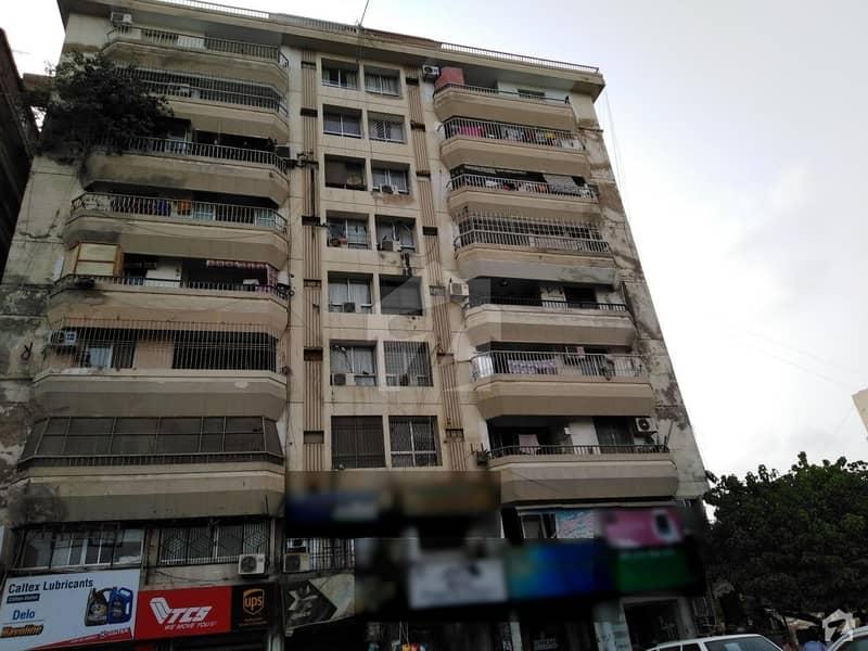 کلفٹن ۔ بلاک 2 کلفٹن کراچی میں 3 کمروں کا 8 مرلہ فلیٹ 1.8 کروڑ میں برائے فروخت۔