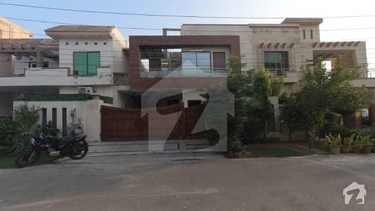 پارک ویو ولاز ۔ جیڈ بلاک پارک ویو ولاز لاہور میں 5 کمروں کا 10 مرلہ مکان 1.8 کروڑ میں برائے فروخت۔