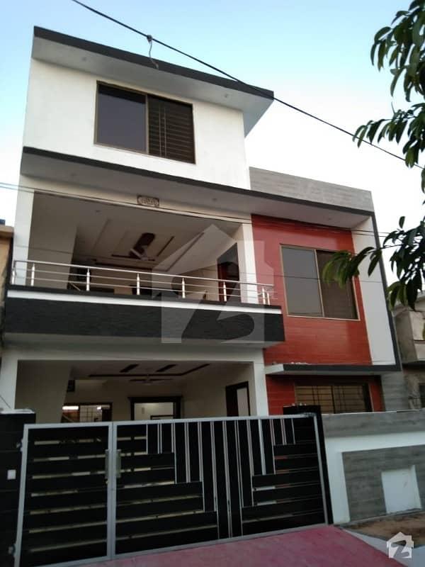 سوان گارڈن اسلام آباد میں 5 کمروں کا 6 مرلہ مکان 1.45 کروڑ میں برائے فروخت۔