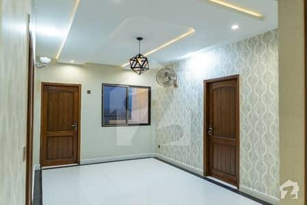 گلبرگ ٹاؤن جی ٹی روڈ راولپنڈی میں 3 کمروں کا 11 مرلہ پینٹ ہاؤس 1.6 کروڑ میں برائے فروخت۔