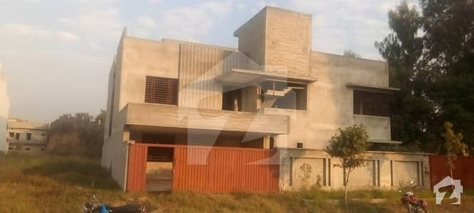 ملٹی ریزیڈنشیا اینڈ آرچرڈز واہ میں 7 کمروں کا 16 مرلہ مکان 1.75 کروڑ میں برائے فروخت۔