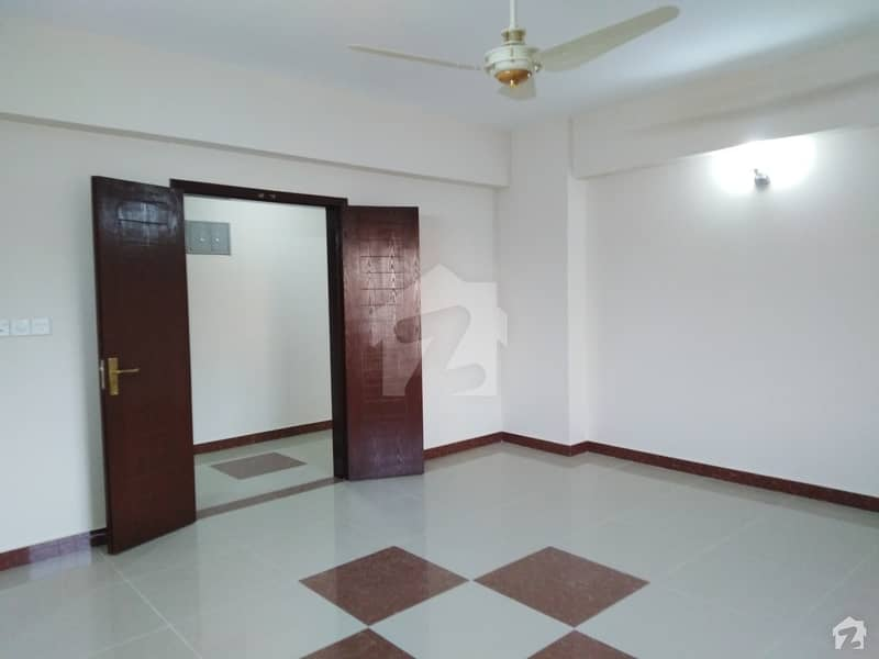 عسکری 5 ملیر کنٹونمنٹ کینٹ کراچی میں 3 کمروں کا 12 مرلہ فلیٹ 65 ہزار میں کرایہ پر دستیاب ہے۔