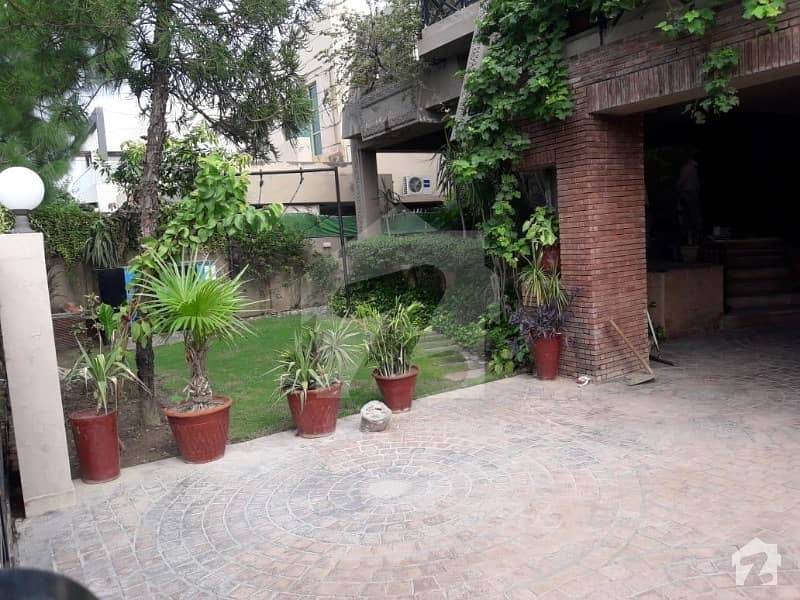 1 Kanal Outclass Bungalow For Rent Superb Location
