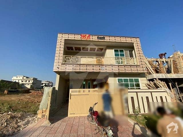 جناح گارڈنز ایف ای سی ایچ ایس اسلام آباد میں 5 کمروں کا 8 مرلہ مکان 1.65 کروڑ میں برائے فروخت۔