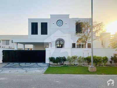 Leads Presenting Beautiful Classic Contemporary House On Prime Location