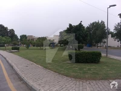In Bahria Town Commercial Plot For Sale Sized 450  Square Feet