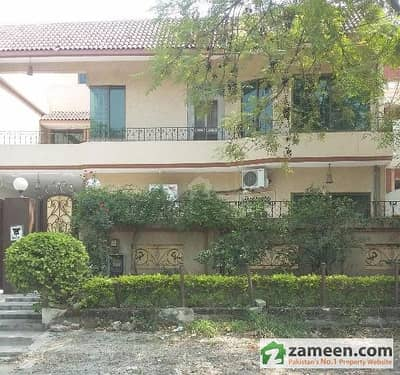 G-11/2 House 40x80 On 70 Feet Road Main Markaz At Walking Distance