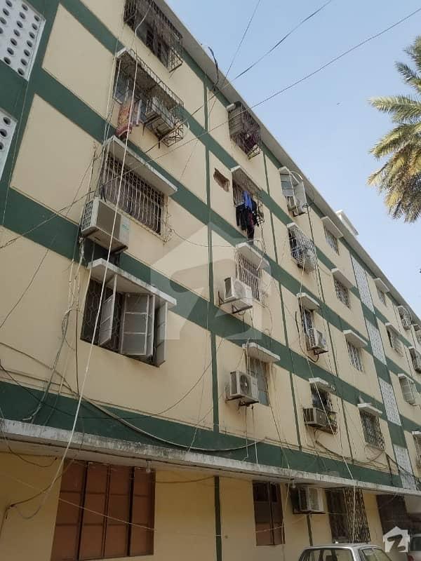 گلشنِ اقبال - بلاک 13 سی گلشنِ اقبال گلشنِ اقبال ٹاؤن کراچی میں 2 کمروں کا 5 مرلہ فلیٹ 95 لاکھ میں برائے فروخت۔