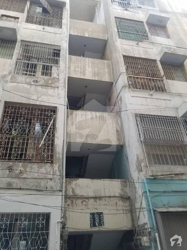 گلشنِ اقبال - بلاک 13 سی گلشنِ اقبال گلشنِ اقبال ٹاؤن کراچی میں 2 کمروں کا 4 مرلہ فلیٹ 70 لاکھ میں برائے فروخت۔