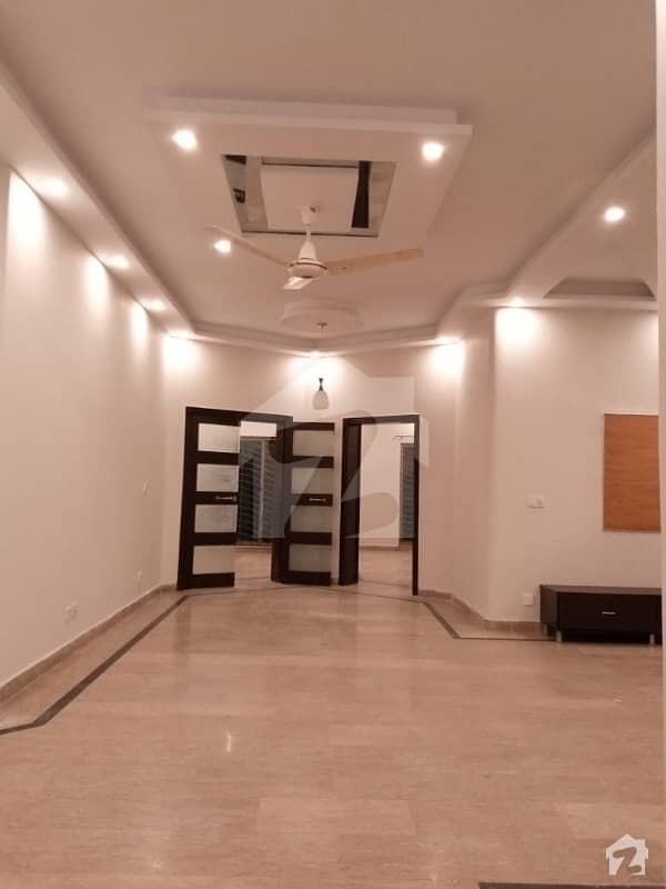 1 Kanal Almost Brand New House For Rent