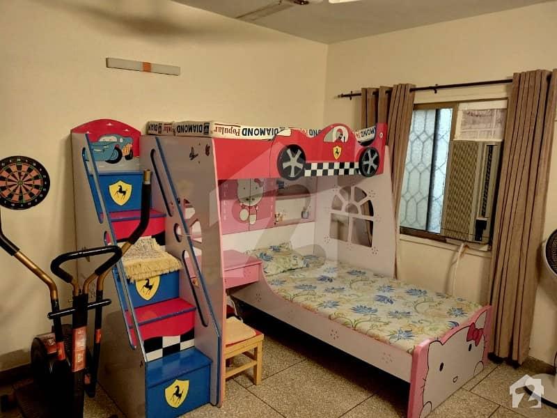 گلشنِ اقبال - بلاک 13 سی گلشنِ اقبال گلشنِ اقبال ٹاؤن کراچی میں 2 کمروں کا 5 مرلہ فلیٹ 1 کروڑ میں برائے فروخت۔
