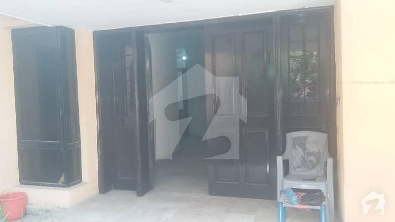 ڈی ایچ اے فیز 2 ڈیفنس (ڈی ایچ اے) لاہور میں 4 کمروں کا 2 کنال زیریں پورشن 95 ہزار میں کرایہ پر دستیاب ہے۔