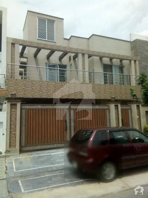 In Paragon City Upper Portion For Rent Sized 2250  Square Feet