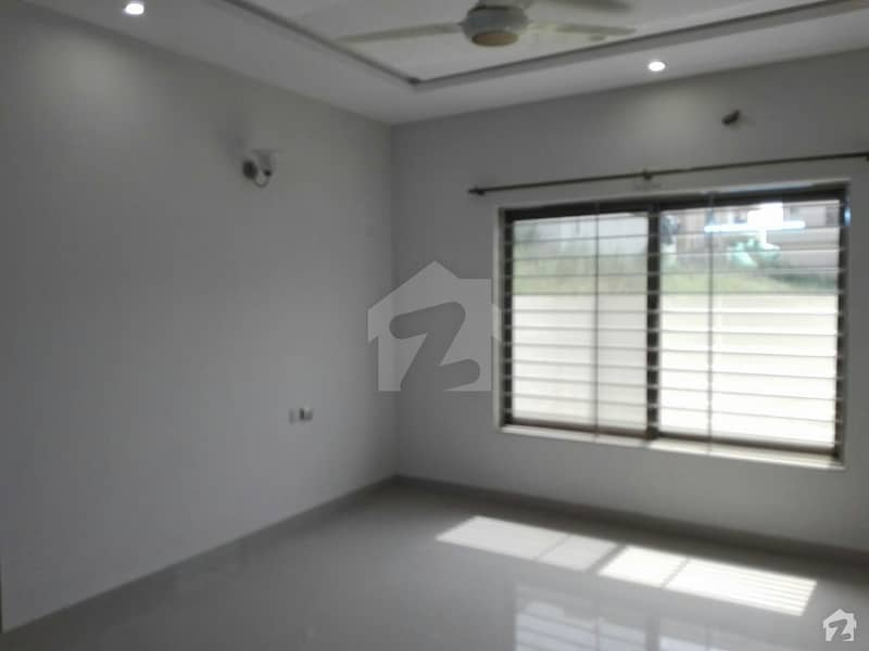 Upper Portion Of 4500  Square Feet In Pakistan Town For Rent