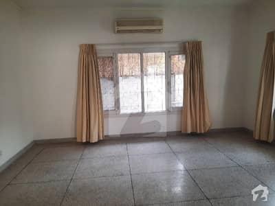 جی ۔ 6 اسلام آباد میں 5 کمروں کا 1.33 کنال مکان 9.25 کروڑ میں برائے فروخت۔