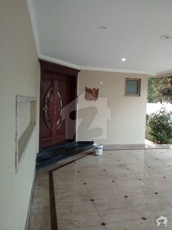 بحریہ ٹاؤن نشتر بلاک بحریہ ٹاؤن سیکٹر ای بحریہ ٹاؤن لاہور میں 7 کمروں کا 1 کنال مکان 3.8 کروڑ میں برائے فروخت۔