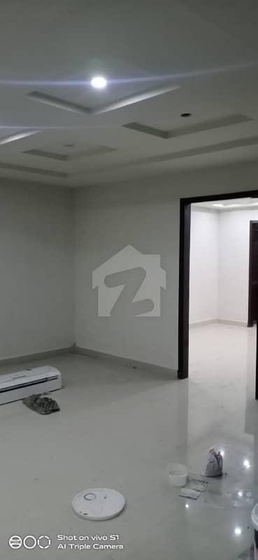 اسٹیٹ لائف ہاؤسنگ سوسائٹی لاہور میں 2 کمروں کا 4 مرلہ فلیٹ 22 ہزار میں کرایہ پر دستیاب ہے۔