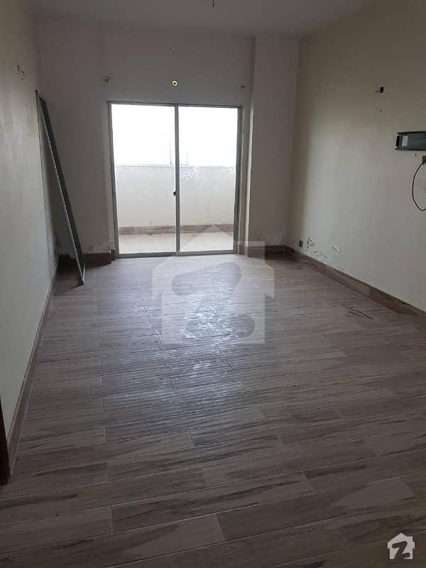 کلفٹن ۔ بلاک 2 کلفٹن کراچی میں 3 کمروں کا 9 مرلہ فلیٹ 2.15 کروڑ میں برائے فروخت۔