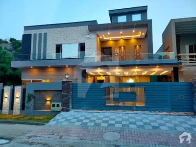 بحریہ ٹاؤن فیز 3 بحریہ ٹاؤن راولپنڈی راولپنڈی میں 6 کمروں کا 1 کنال مکان 4.95 کروڑ میں برائے فروخت۔