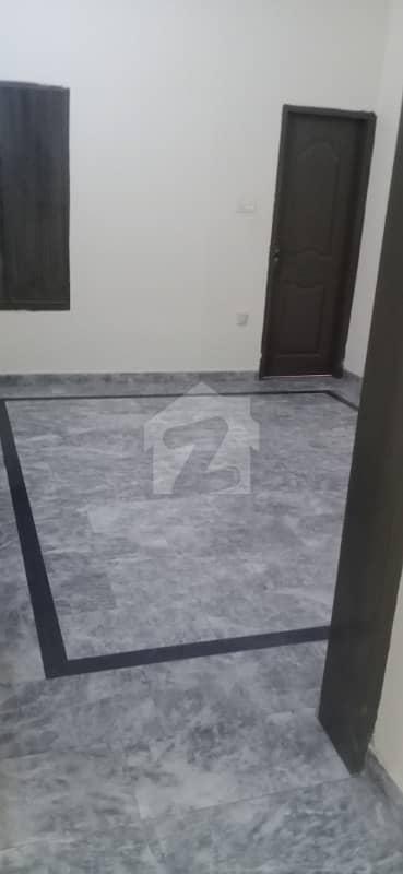 علی پارک کینٹ لاہور میں 2 کمروں کا 5 مرلہ مکان 25 ہزار میں کرایہ پر دستیاب ہے۔