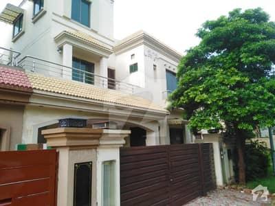 بحریہ ٹاؤن اوورسیز انکلیو بحریہ ٹاؤن لاہور میں 5 کمروں کا 10 مرلہ مکان 1.7 کروڑ میں برائے فروخت۔