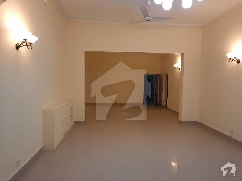 جی ۔ 6 اسلام آباد میں 5 کمروں کا 2.4 کنال مکان 2 لاکھ میں کرایہ پر دستیاب ہے۔