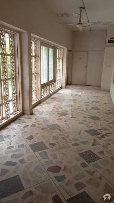 کارساز فیصل کنٹونمنٹ کینٹ کراچی میں 8 کمروں کا 1.6 کنال بالائی پورشن 3 لاکھ میں کرایہ پر دستیاب ہے۔