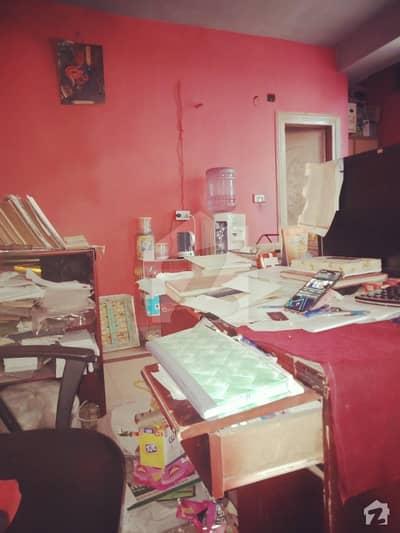 امین پور بازار فیصل آباد میں 1 کمرے کا 1 مرلہ کمرہ 9 ہزار میں کرایہ پر دستیاب ہے۔