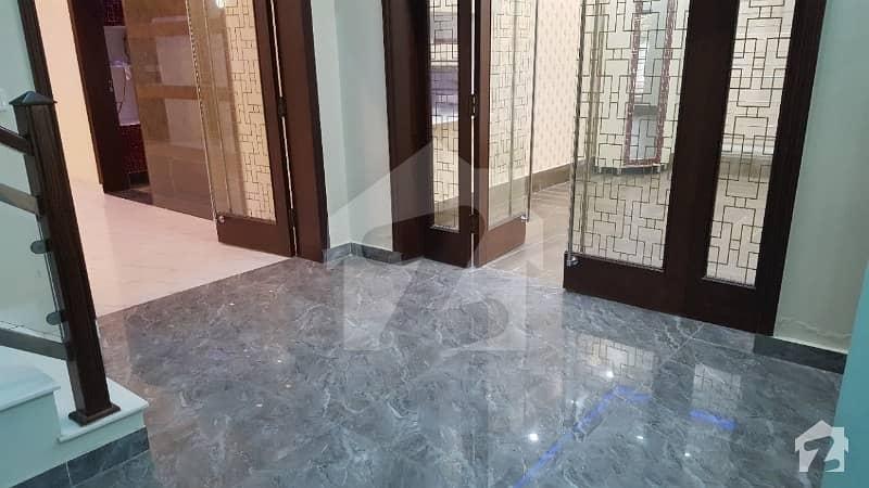 بحریہ ٹاؤن ۔ بابر بلاک بحریہ ٹاؤن سیکٹر A بحریہ ٹاؤن لاہور میں 6 کمروں کا 1 کنال مکان 4.5 کروڑ میں برائے فروخت۔