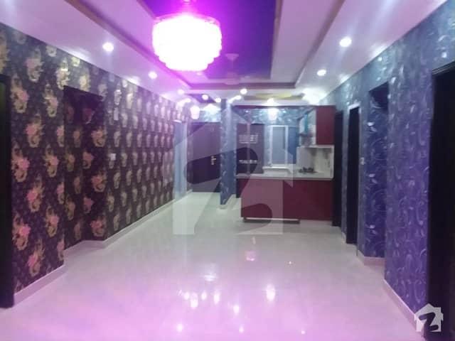 جناح ایونیو کراچی میں 3 کمروں کا 8 مرلہ فلیٹ 1.7 کروڑ میں برائے فروخت۔