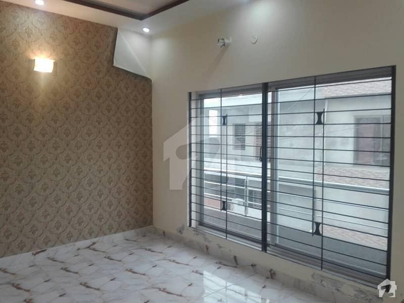 گلبرگ لاہور میں 2 کمروں کا 8 مرلہ بالائی پورشن 50 ہزار میں کرایہ پر دستیاب ہے۔