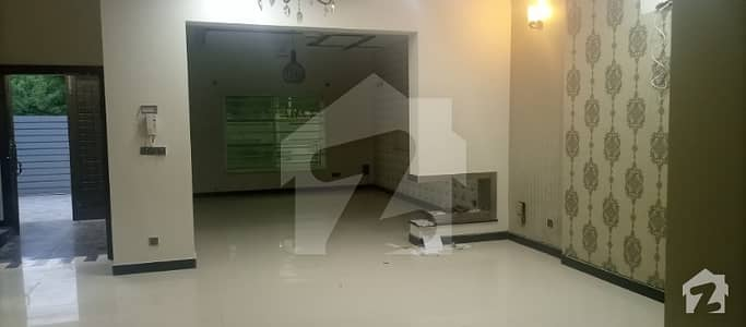 Six Beds House For Rent In Media Town