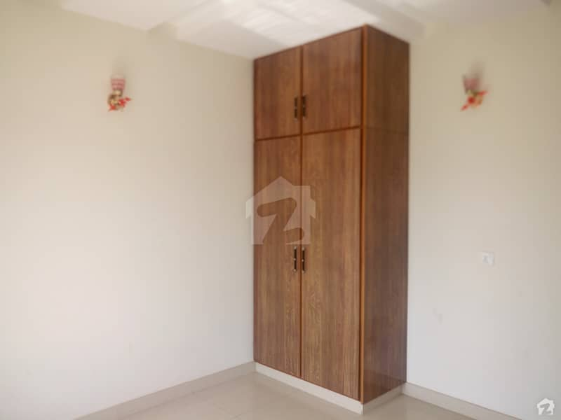 Room Of 120 Square Feet Available In Paragon City
